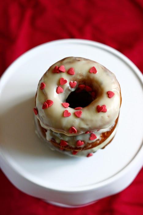 Donuts mit weißer Schokolade