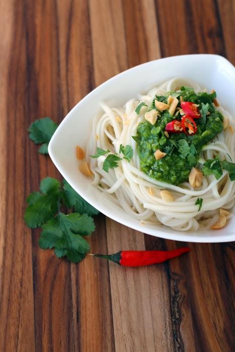 Thai-Pesto mit Koriander, Macadamia und Chili