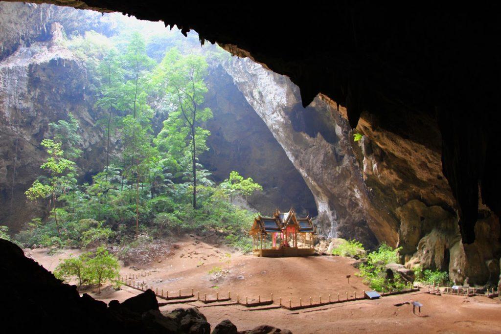 Phra Thinang Khuha Kharuehat Tempel in der Phraya Nakhon Höhle