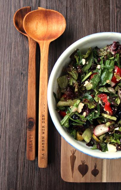 Sommerlicher Salat mit Blaubeeren und Feta