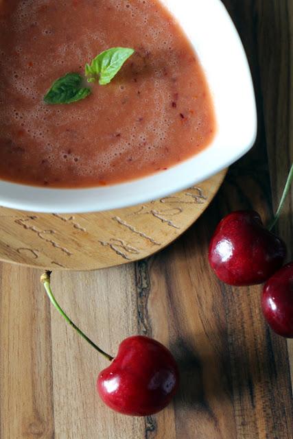 Gazpacho mit Kirschen