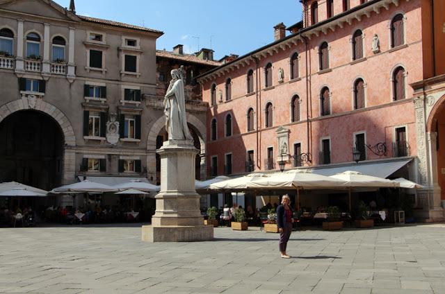 Piazza dei Signori - Caffe Dante