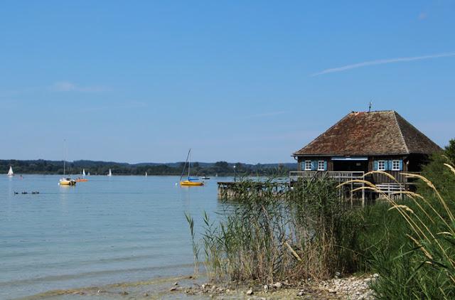 Boote und Segler am Ammersee