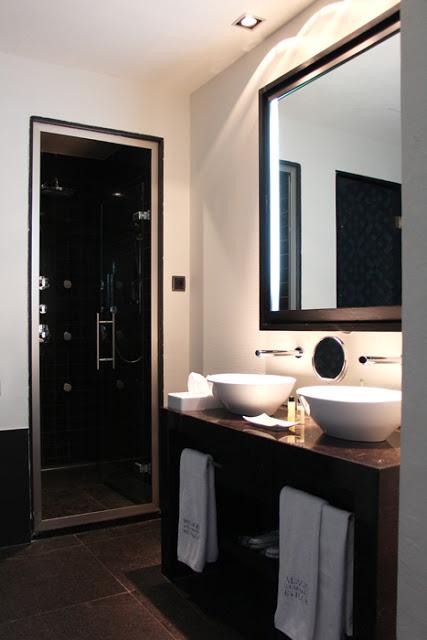Hotel Palacio de Villapanés - Deluxe Room Bathroom