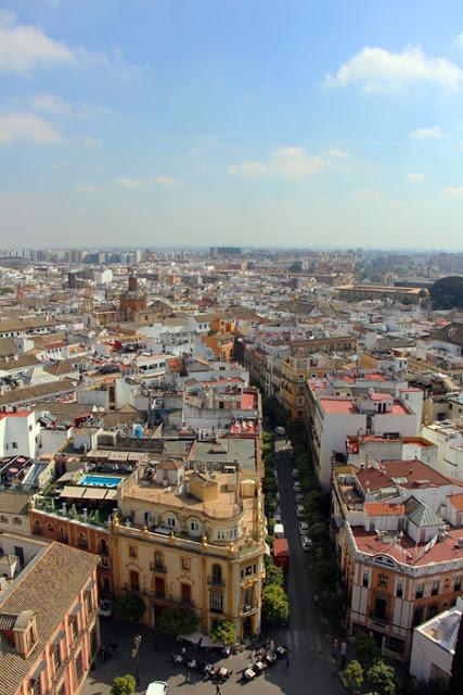 Ausblick vom Giralda Turm der Kathedrale in Sevilla