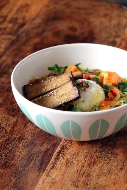Süsskartoffel-Curry mit knusprigem Sesam-Tofu