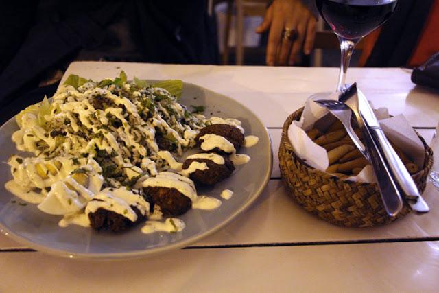 Arroz Verde con Piñones y falafel im Pitacaso