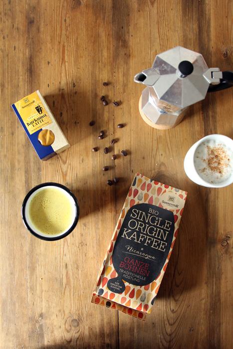 Goldene Milch (Kurkuma Latte) und Sonnentor Kaffee