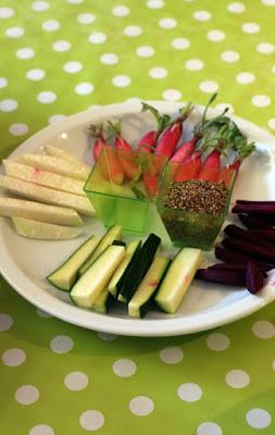 Gemüsesticks mit geröstetem Sesam