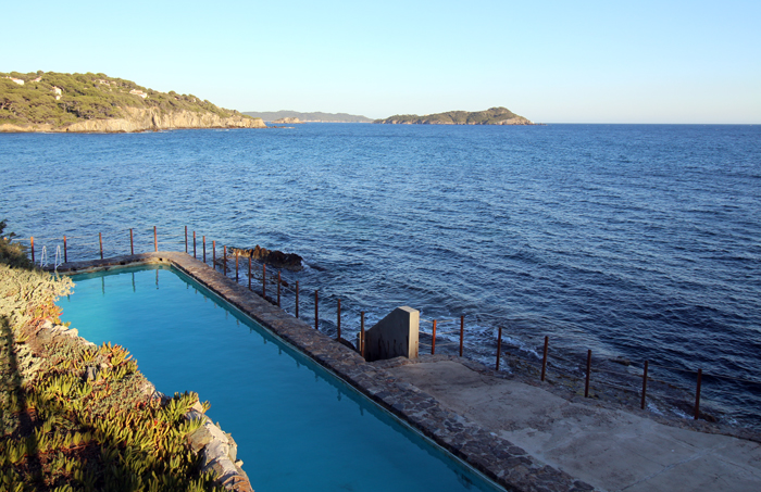 Hotel Le Provencal in Giens, Swimming Pool am Meer