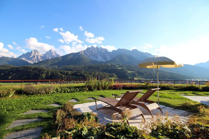Sonnenterrasse Leitlhof mit Blick auf die Dolomiten