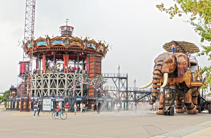 Elefant und Karussel der Unterwasserwelten