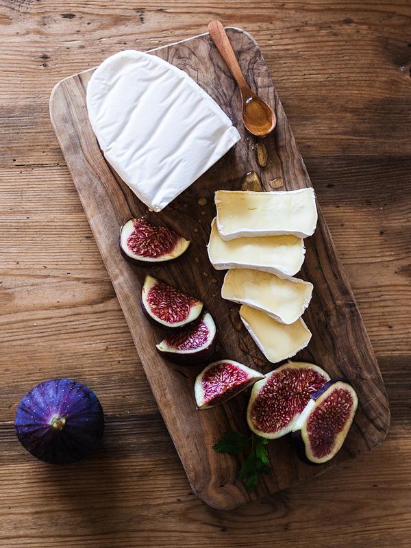 Camembert mit Feigen