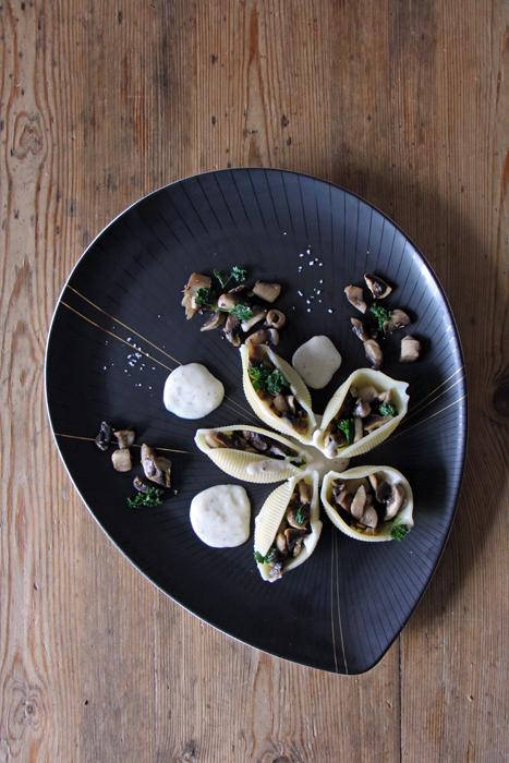 Conchiglioni gefüllt mit Champignons
