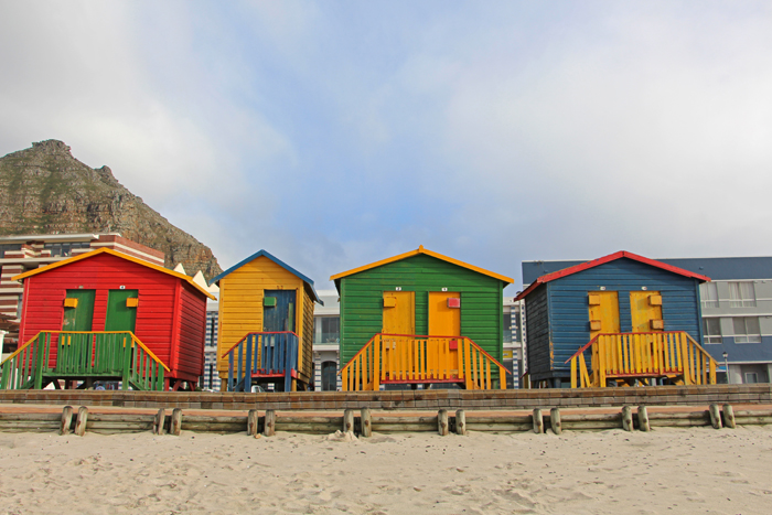 Edwardian Beach Houses, bunte Häuschen am Strand von Muizenberg