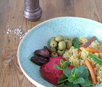 Marokko Bowl mit Rote Bete Hummus