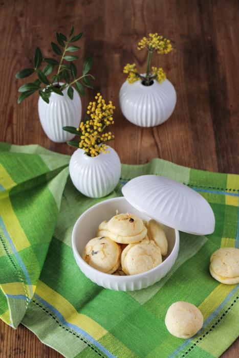 Macarons mit Kähler Hammershoi Bonbonniere und Vasen