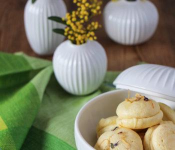 Macarons auf der Ostertafel mit Kähler Bonbonniere