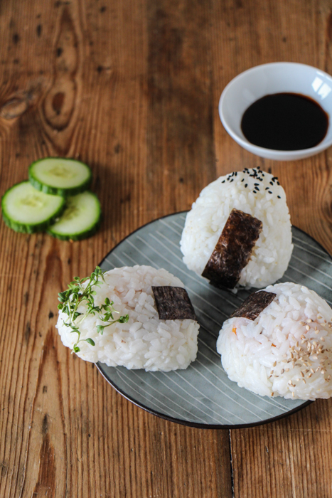 japanische sushi selber machen vegane onigiri transglobal pan party. Black Bedroom Furniture Sets. Home Design Ideas