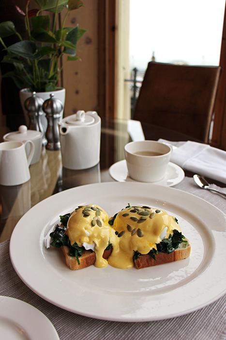 Frühstück Hotel Una: Eggs Florentine
