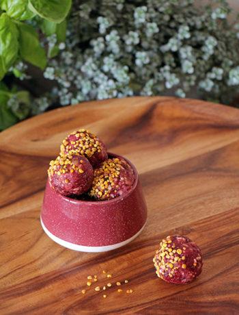 Himbeer Energy Balls mit Blütenpollen
