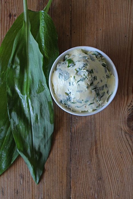 Bärlauch-Butter als Grillbeilage