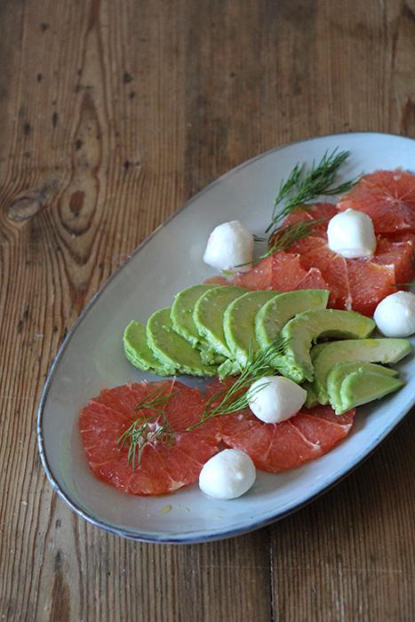 Sommerlicher Salat mit Grapefruit und Avocado
