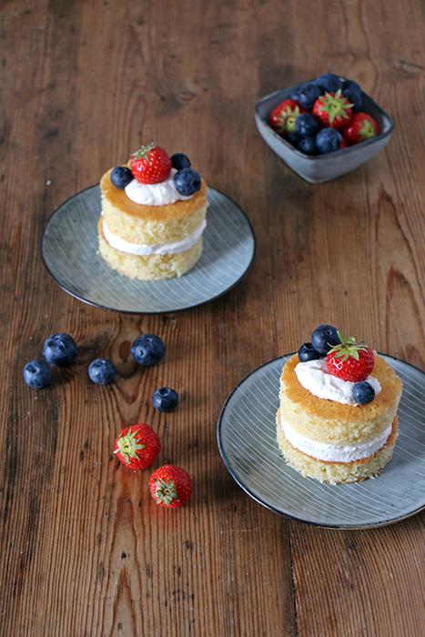 Zitronen-Ricotta-Törtchen mit Beeren