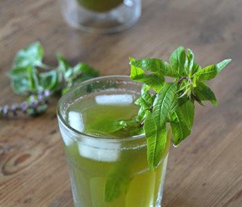 Drink mit Basilikum