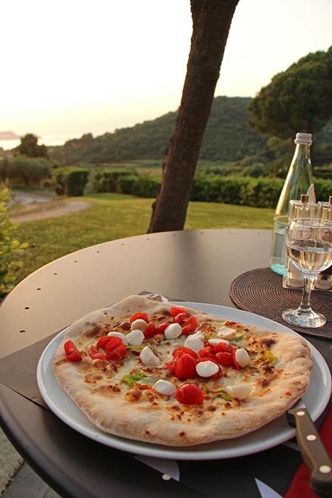 Pizza im Restaurant Santo Stefano, Elba