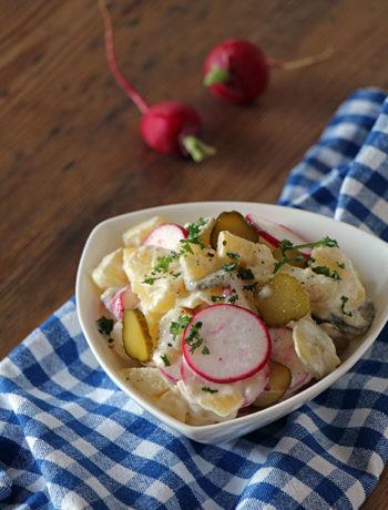 Veganer Kartoffelsalat mit Radieschen