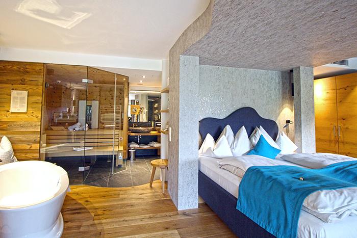 Das Goldberg Spa-Suite Bett und Sauna