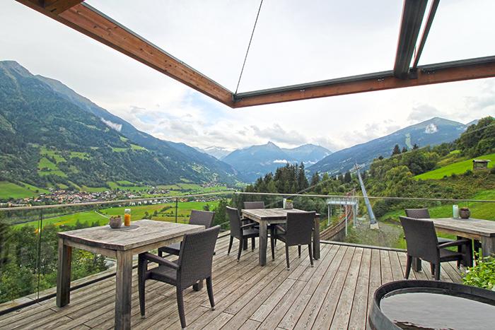 Terrasse im Das Goldberg mit Blick auf das Pinzgau