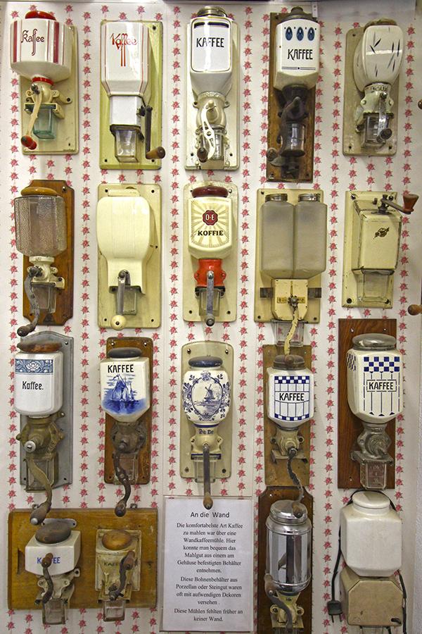 Antike Kaffeemühlen im Kaffeemuseum in Zwiesel