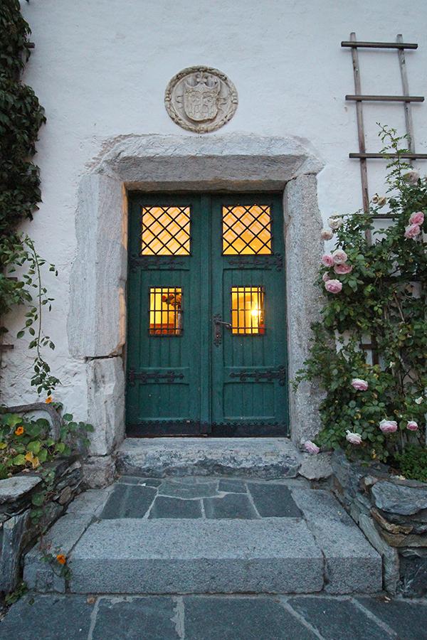 Tür im Schlosshof, Schloss Mittersill