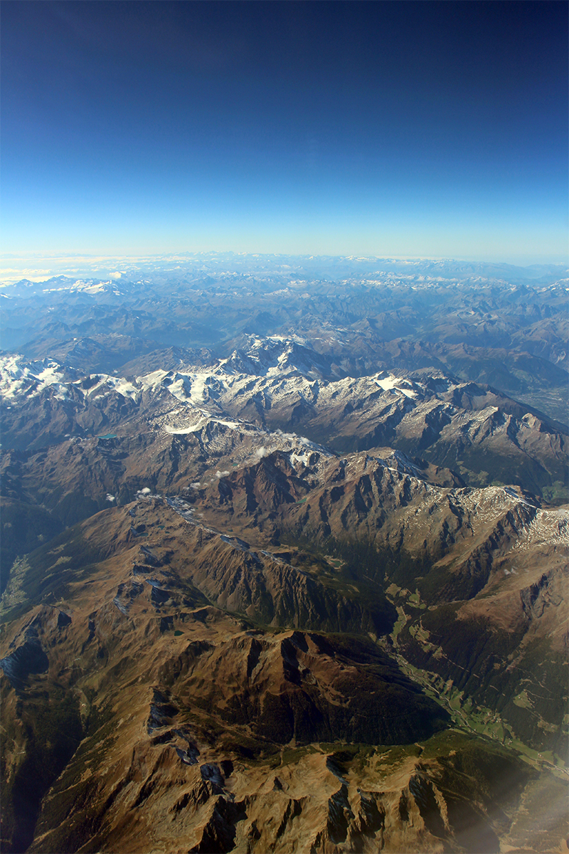 Blick auf die Alpen aus dem Flugzeug