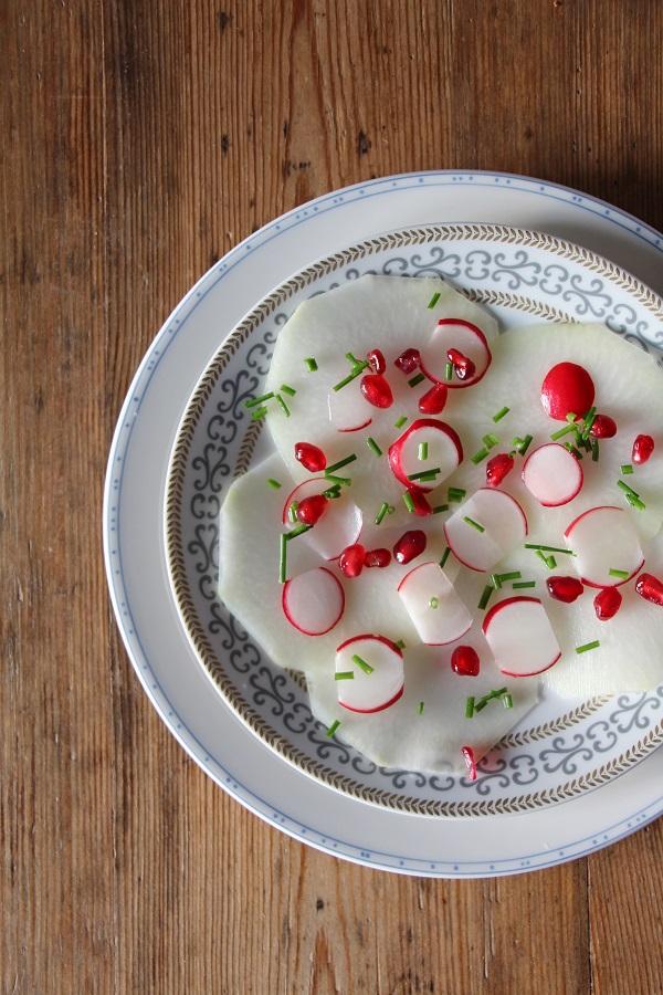 Veganes Kohlrabi-Carpaccio als Vorspeise