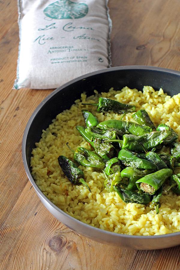 Vegane Paella mit Pimientos de Padron