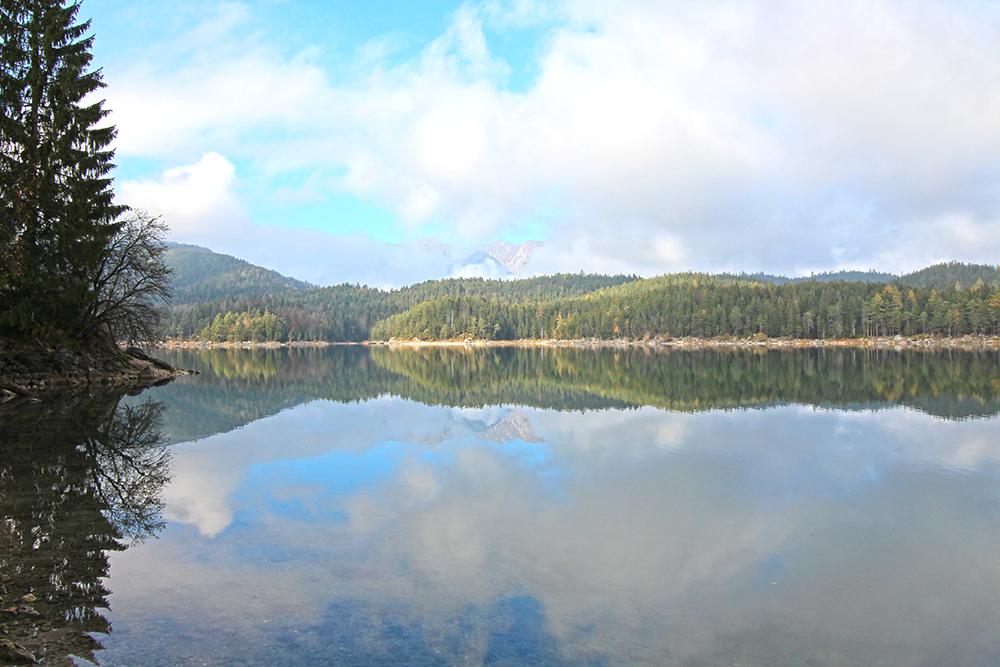 Eibsee Rundwanderung Spiegelung im See