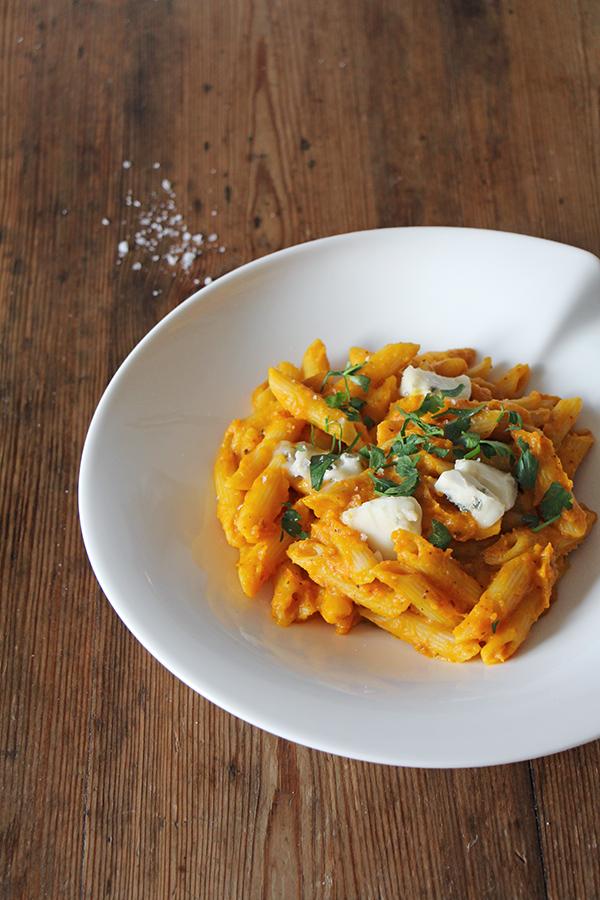 Kürbis-Pasta mit Gorgonzola und Kräutern