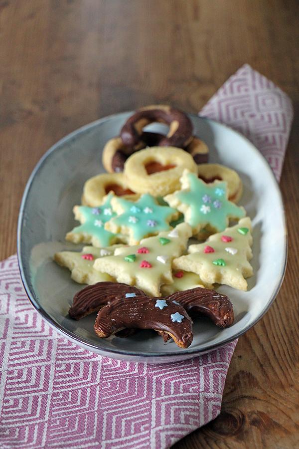 Plätzchen für Weihnachten: Marzipan-Halbmonde mit Nougat