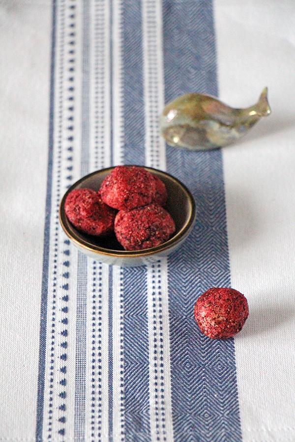 Cassis-Trüffel - selbstgemachte Pralinen als Weihnachtsgeschenk von Transglobalpanparty