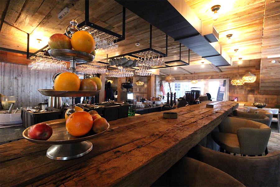 Holztheke im Dachboden Restaurant im Hotel Sepp