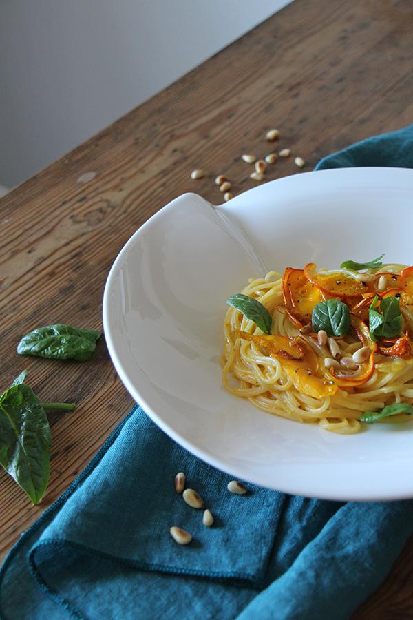 Spagetthi mit Kürbissauce und Spinat