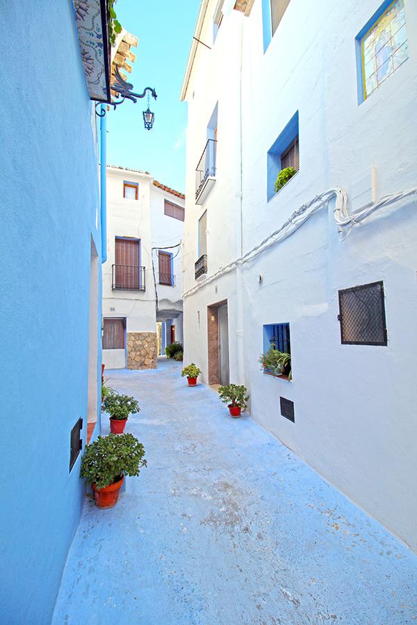 Altstadt von Chelva mit azurblauen Häusern