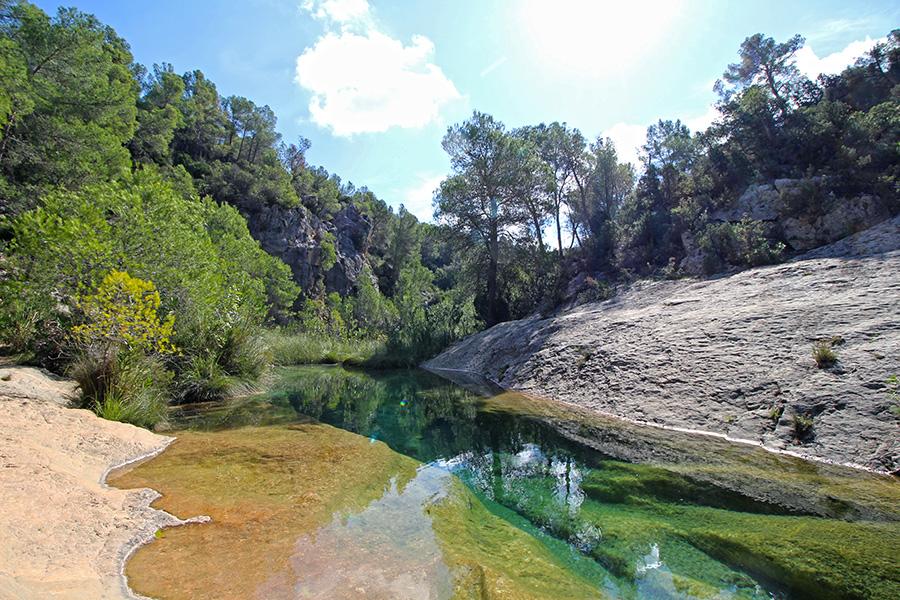 Charco Naturpool am Rio Cazuma in der Provinz Valencia
