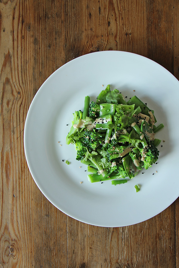 Brokkoli-Salat mit Tahini nach Ottolenghi