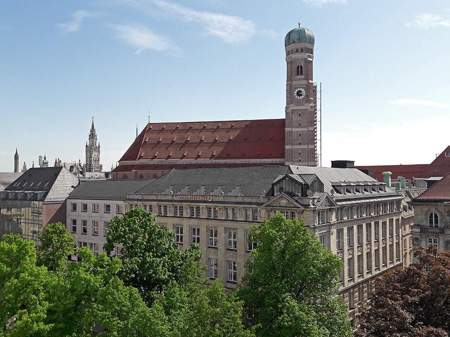 Dächer in München, Ausblick Bayerischer Hof