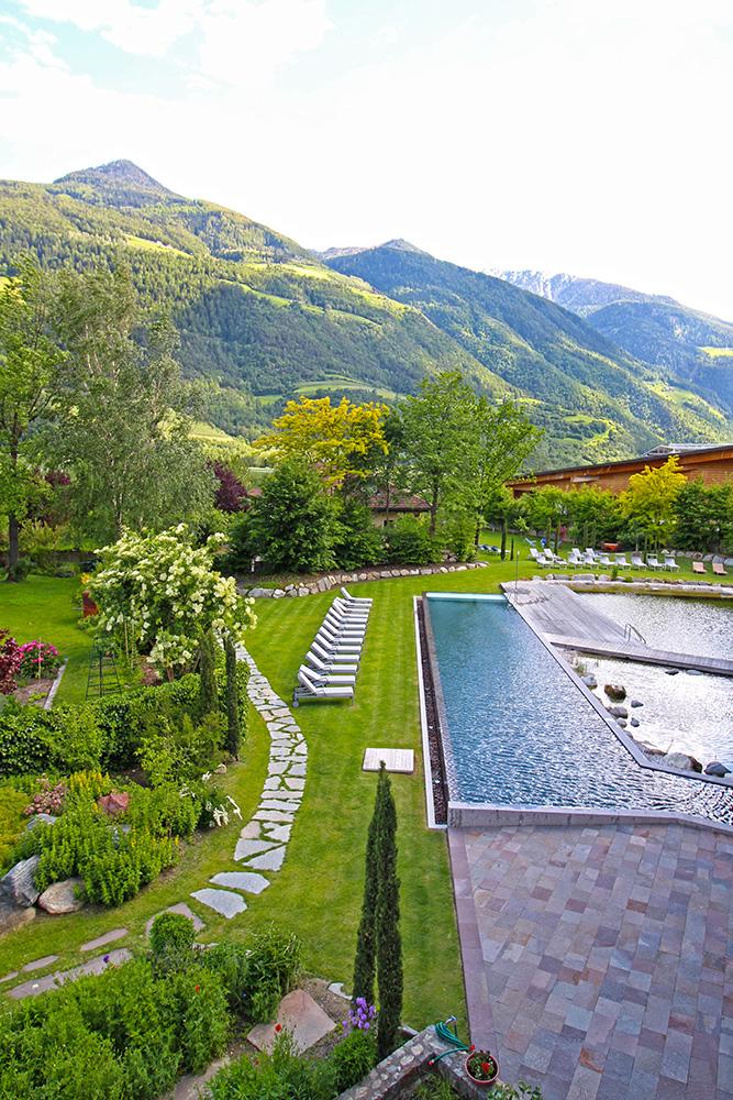 Garten mit Pool im Hotel Sand, Südtirol