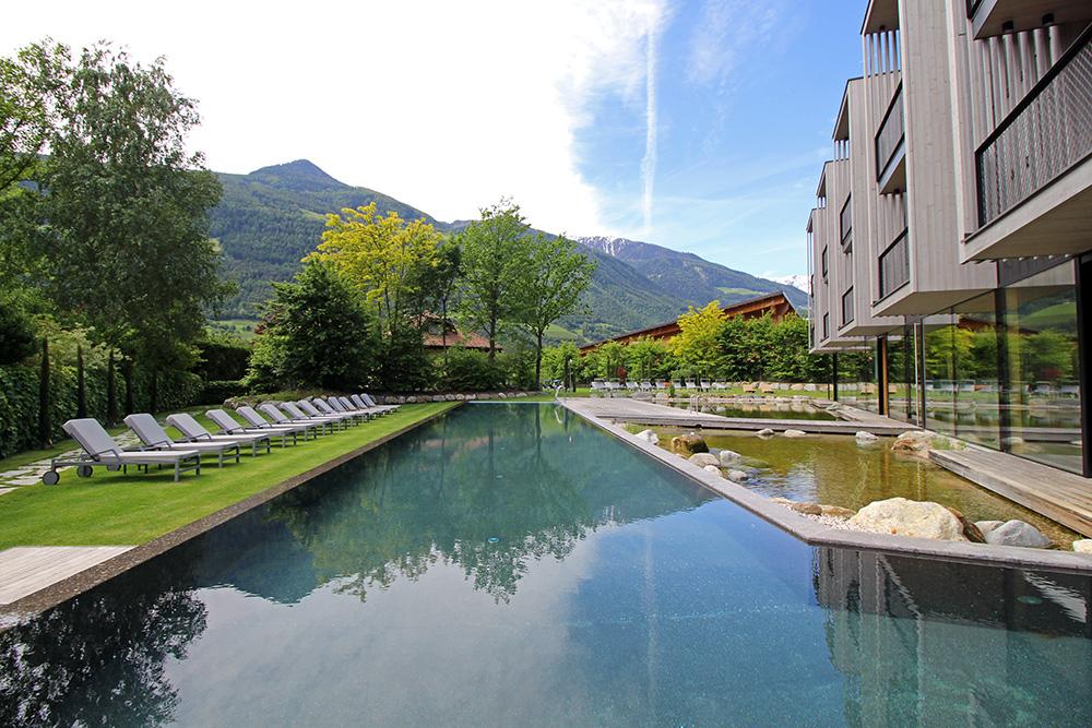 Außenpool mit Bergblick im Hotel Sand, Vinschgau